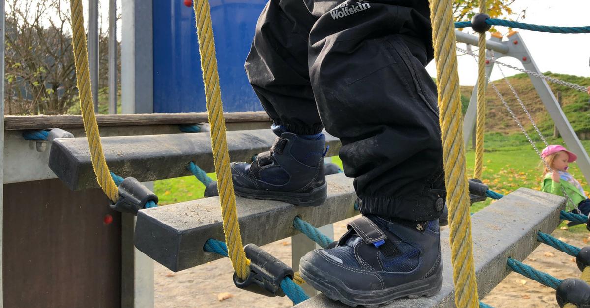 Kinderkleidung und Kinderschuhe - Größentabellen und Mess-Schablonen