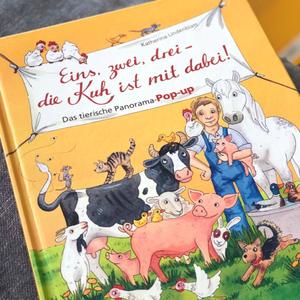 """Das bunte Pop-Up-Buch für Kinder – """"Eins, zwei, drei – die Kuh ist mit dabei!"""""""